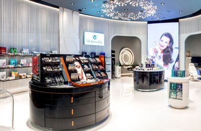 nowoczesny wnętrze salonu sprzedaży Dr Irena Eris od Roberta Majkuta