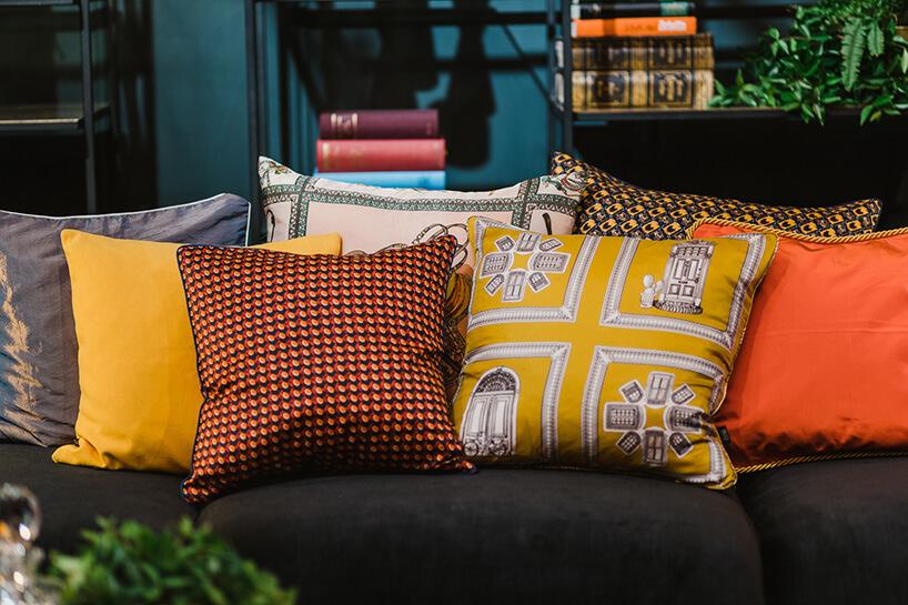 kolorowe iwzorzyste poduszki dekoracyjne