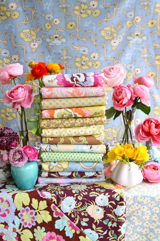 złożone kolorowe iwzorzyste tkaniny