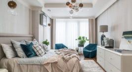 jasna nowoczesna sypialnia złóżkiem ikomodą