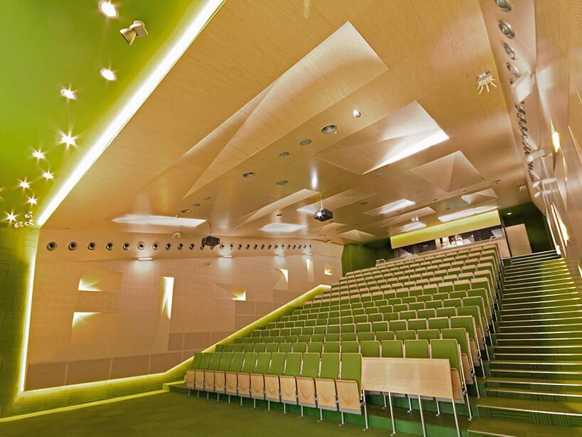 zielona nowoczesna aula dla studentów