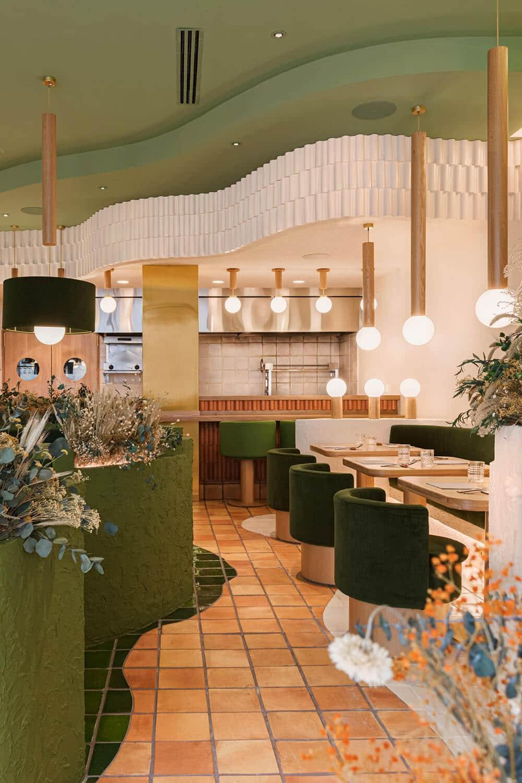 Ze zdrową żywnością iwbarwach ziemi - urocza restauracja wHiszpanii