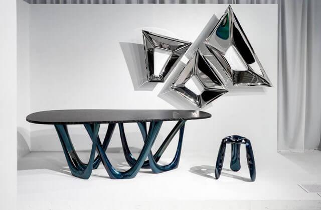 nowoczesny stół z krzywymi nogami