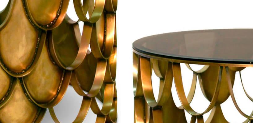 motyw złotych kropli zbliska wokrągłym stoliku