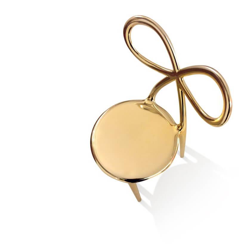 złote krzesło QeeBoo zoparciem wkształcie kokardy