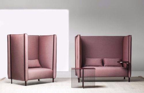 dwa różowe wysokie fotele
