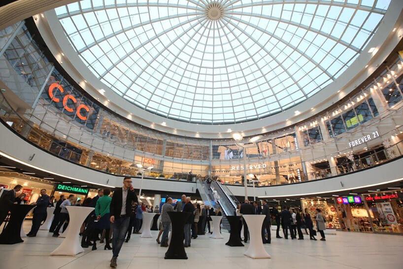 wnętrze centrum handlowego pod kopułą